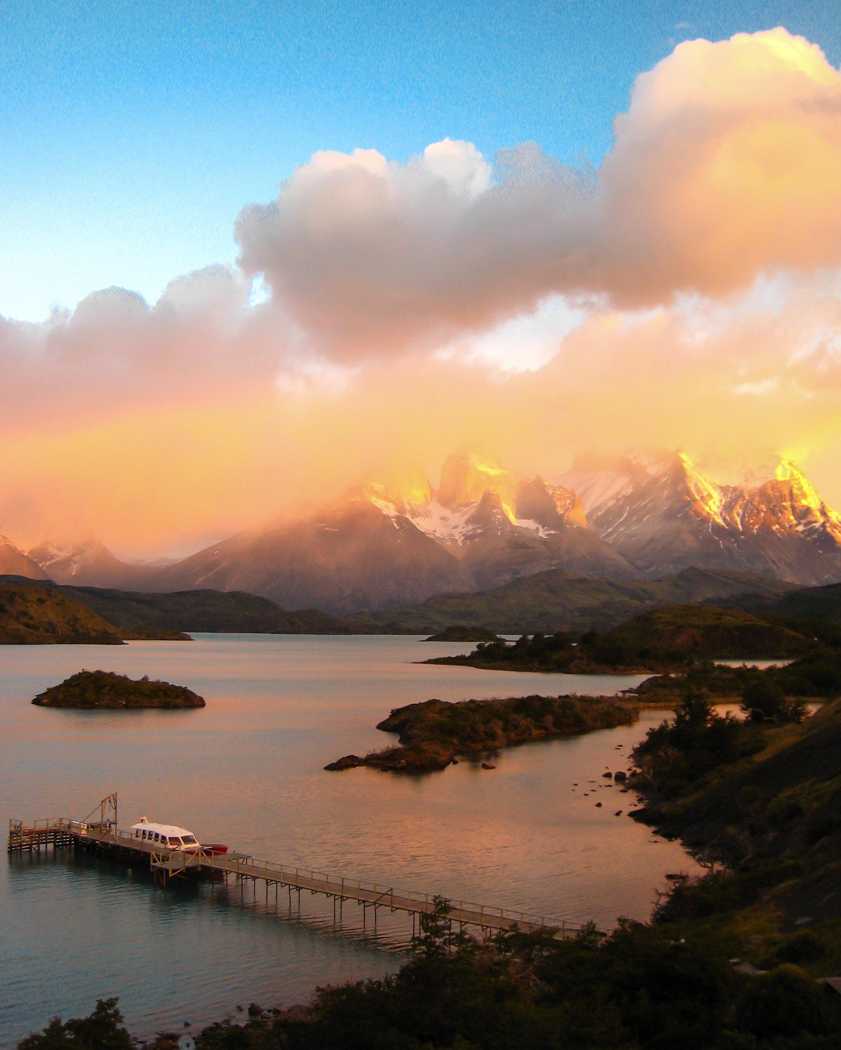 Sunrise Explora Patagonia Chile
