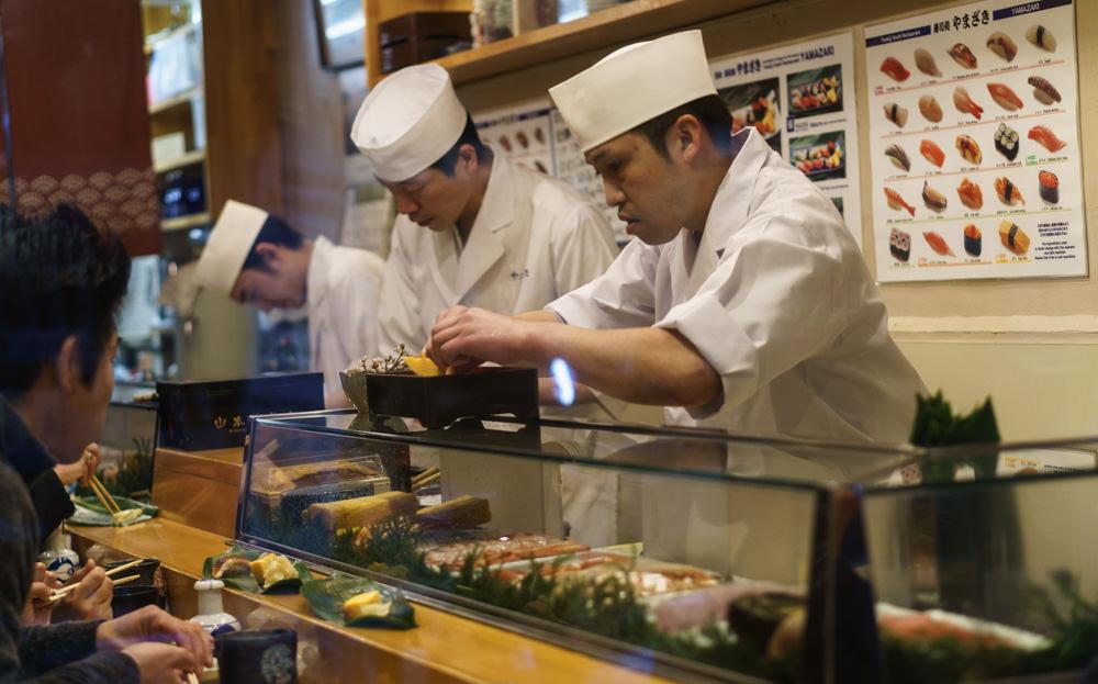 Tsukiji_Fish_Market-Yamazaki_Sushi_Chefs
