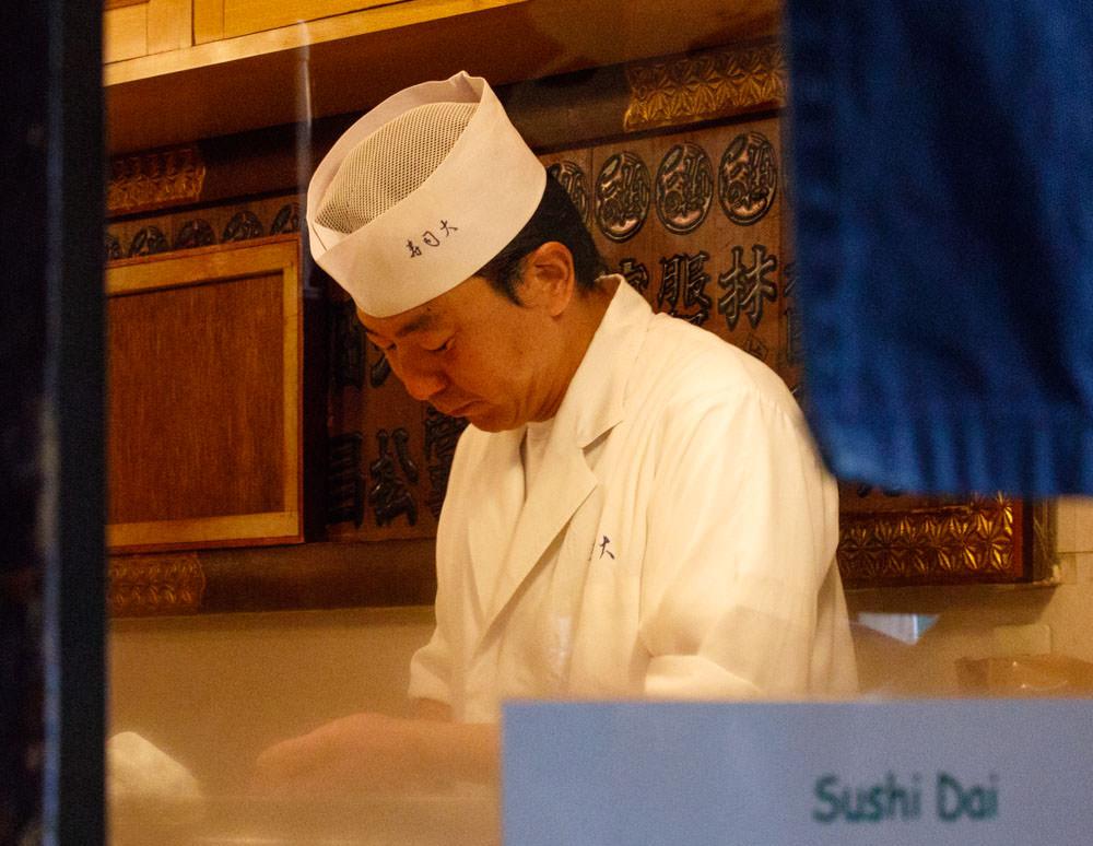 Tsukiji_Fish_Market_Sushi_Dai_Chef