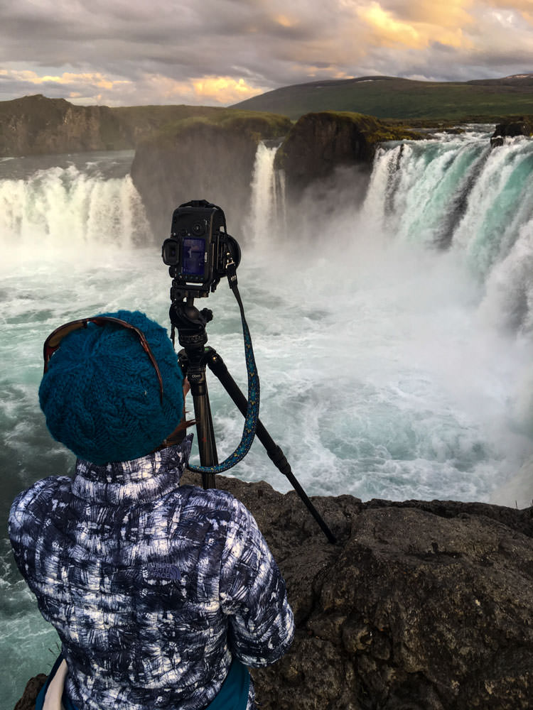 Iceland_Waterfall_Godafoss_Behind_the_Scenes_Sunset