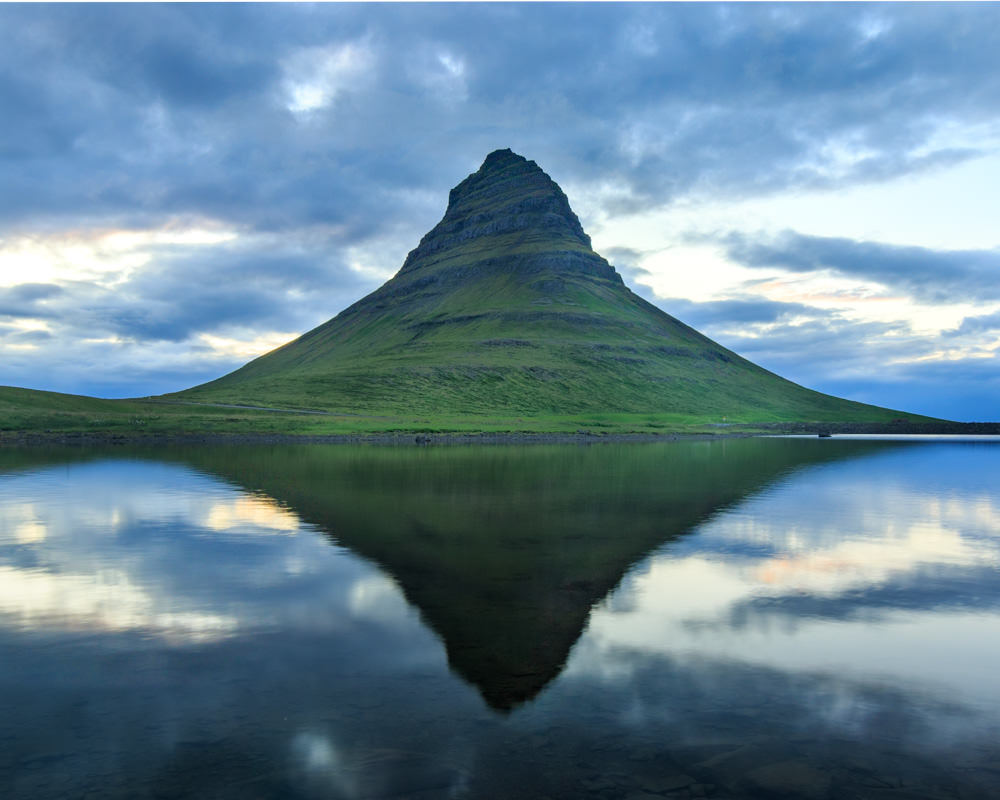 Iceland_Waterfall_Kirkjufell_Reflection