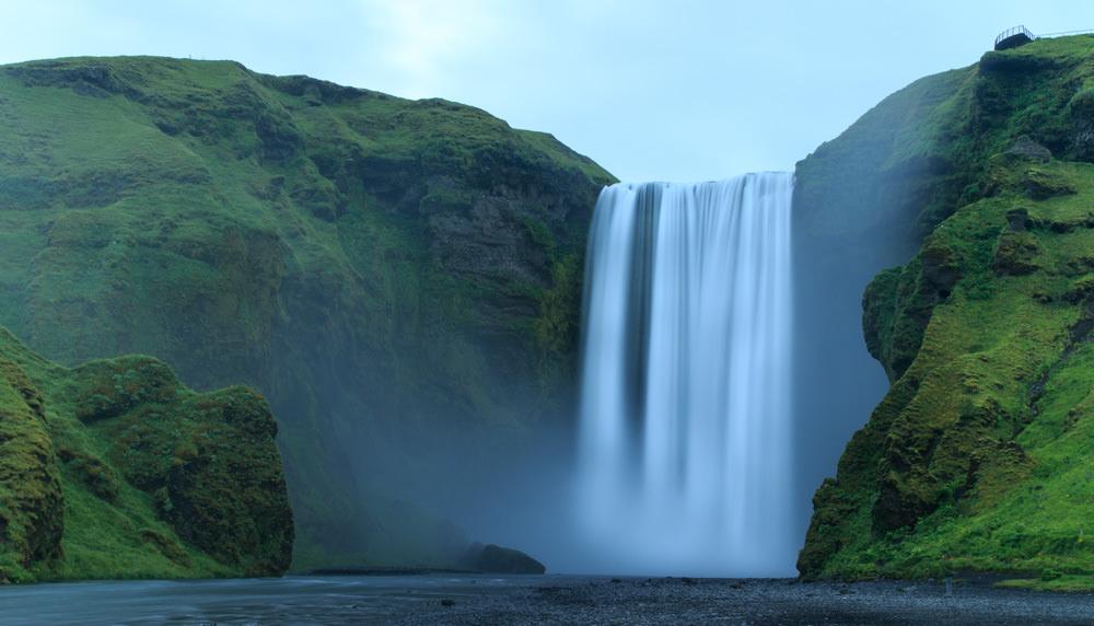 Iceland_Waterfall_Skogafoss