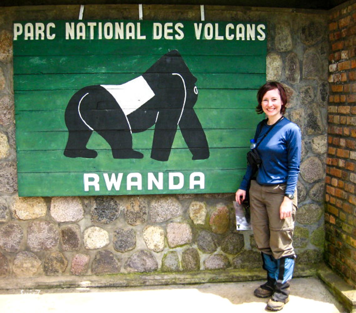 Mountain Gorilla_Rwanda_Parc_National_Des_Volcans_Sign