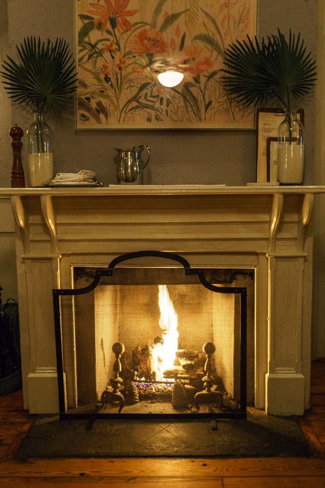 Top_Charleston_Restaurants_Poogans_Porch_Fireplace