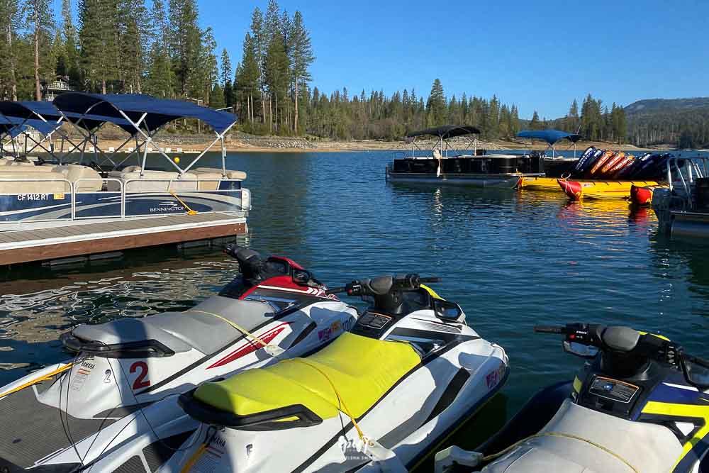Jet skis, pontoon boats and kayaks in Bass Lake, California